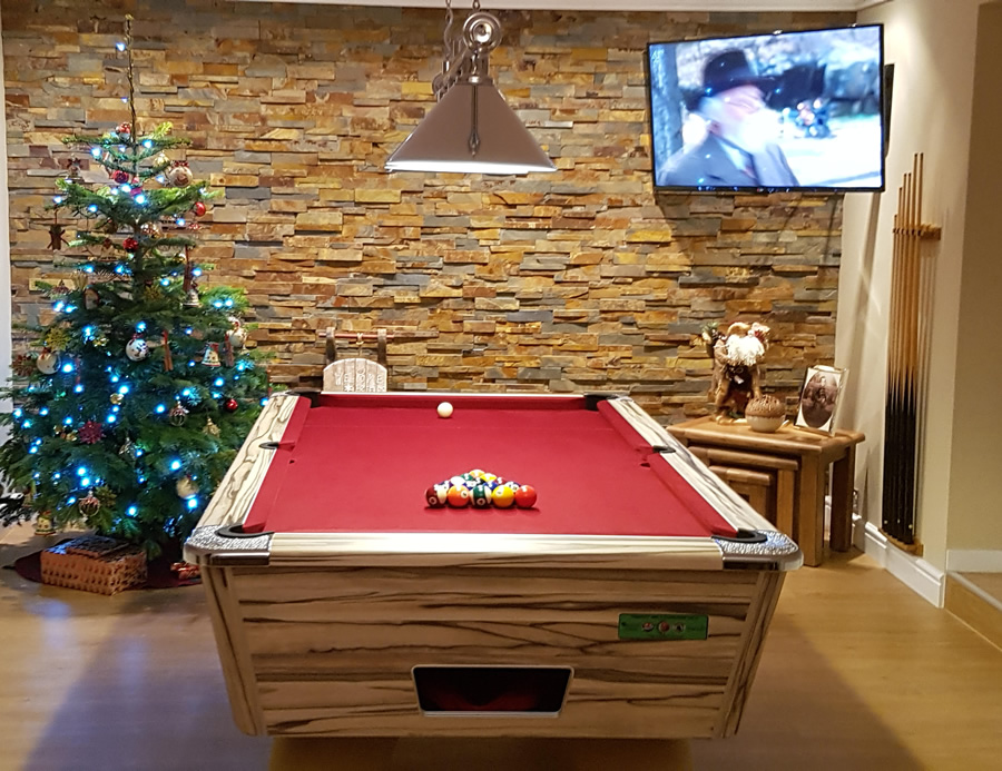 Supreme Winner Pool Table Artwood Finish / Red Cloth